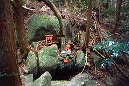 「姫隠しの岩」奈良県宇陀市