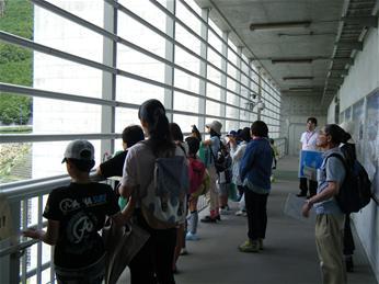 H26夏休み小学生の水道施設・水源地体験ツアー/奈良県公式 ...